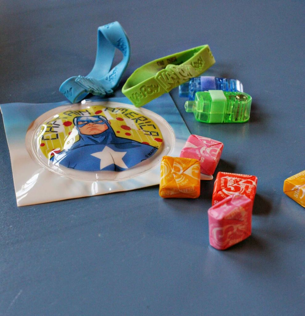 Superhero Birthday Party, superhero theme food, crafts, games, party favors, cake and decor