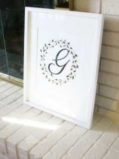 A Simple Wreath with the Family Name and Initial. What a great Christmas gift! by @craftivityd