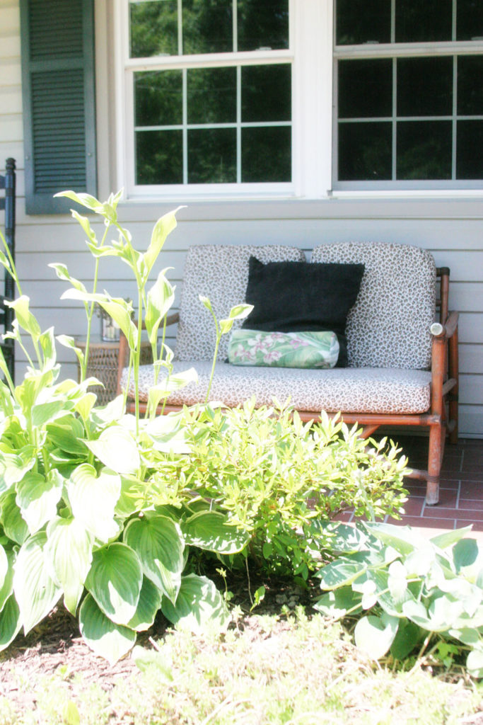 Front Porch Decor, Light & Bright Eclectic Home Tour by @CraftivityD