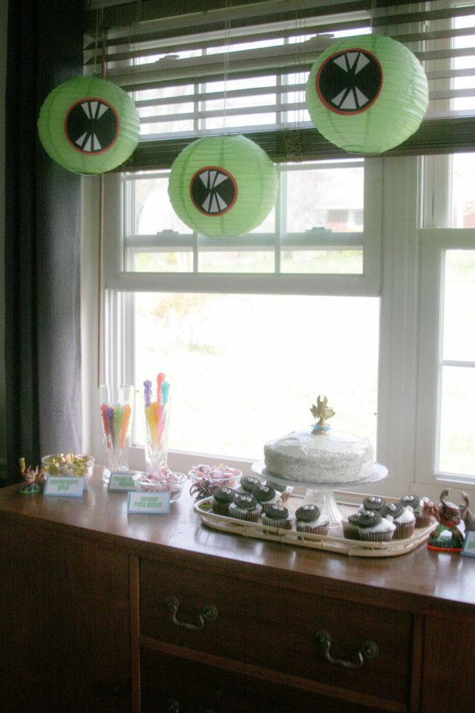 Easy Skylanders Birthday Party, Candy Bar, Party Favor, Chompy Decorations, Portal Cake, by @CraftivityD