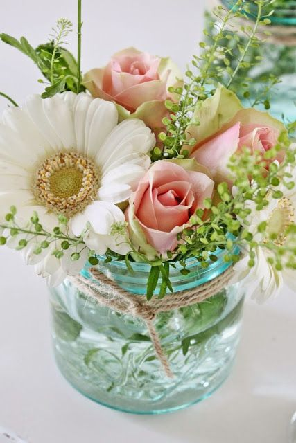 15 Spring Floral Arrangement Ideas // Mason Jar, Pink, White