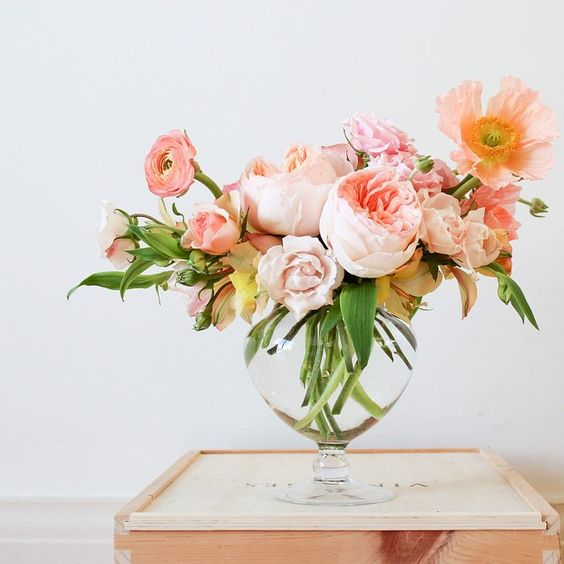 15 Spring Floral Arrangement Ideas // Peach and Pink