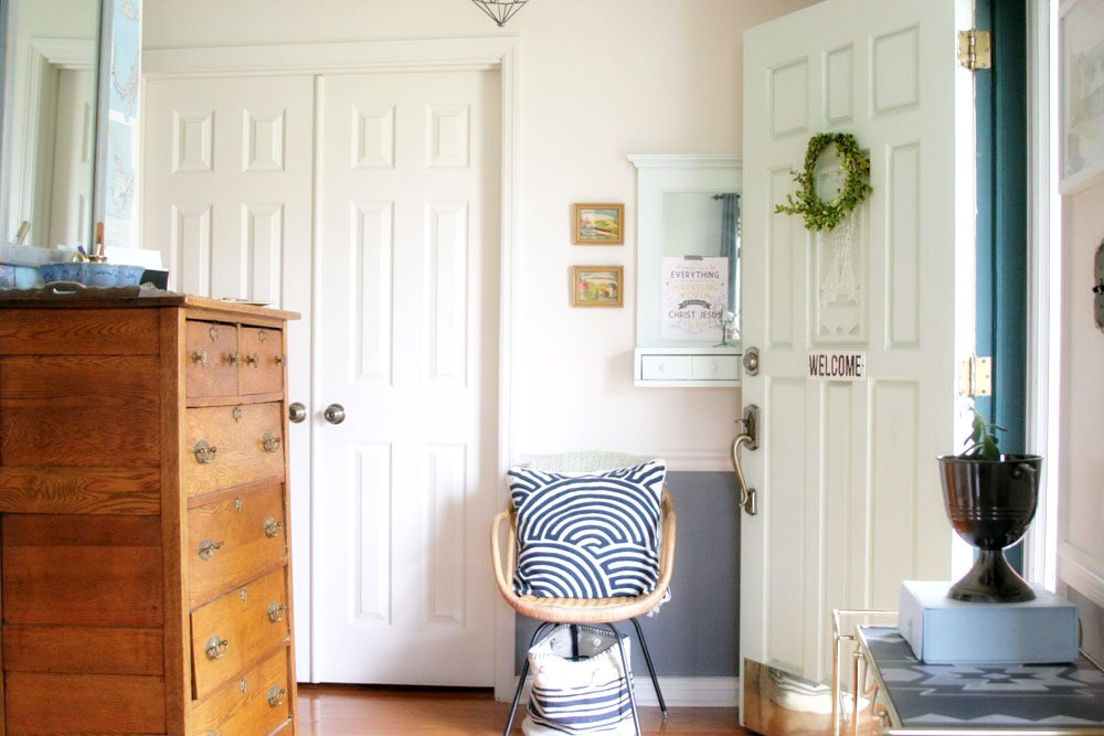 Light & Bright Eclectic Home Tour by @CraftivityD - blue, green, mint, navy, grey, entry