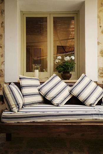 14 Outdoor Pillow Fabrics and Combinations by @CraftivityD -- photo from Anton & K