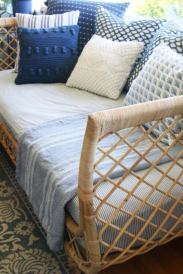 14 Outdoor Pillow Fabrics and Combinations by @CraftivityD -- photo from The Inspired Room