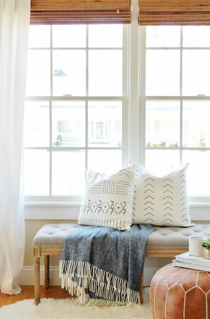 14 Outdoor Pillow Fabrics and Combinations by @CraftivityD-- photo from City Farmhouse