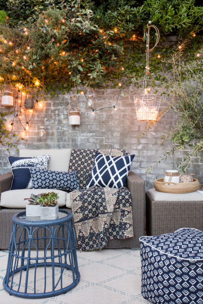 14 Outdoor Pillow Fabrics and Combinations by @CraftivityD -- photo from Emily Henderson