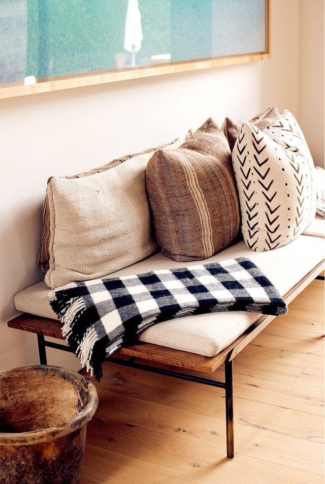 14 Outdoor Pillow Fabrics and Combinations by @CraftivityD -- photo from My Domaine