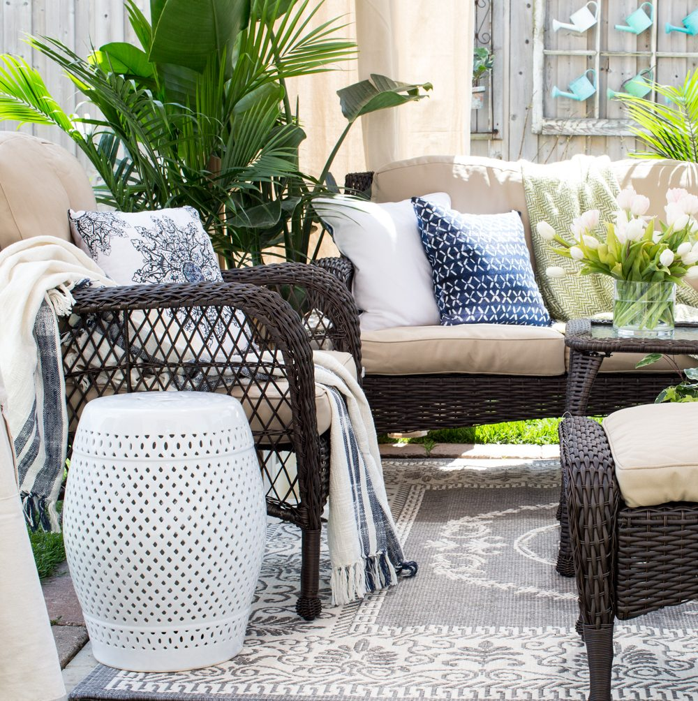 14 Outdoor Pillow Fabrics and Combinations by @CraftivityD -- photo from Craftberry Bush