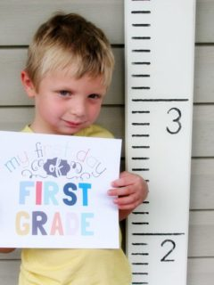 Growth Chart Photo Prop for First Day of School Photos, Back to School, First Day of School FREE Printable by @CraftivityD
