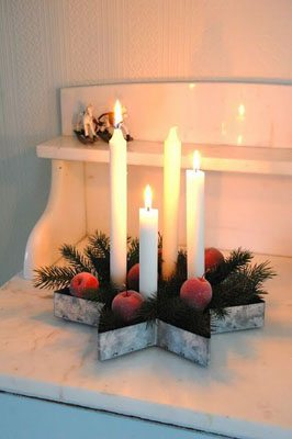 DIY Advent wreath in a vintage tin cake mold