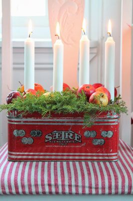 DIY Advent wreath in a vintage tin