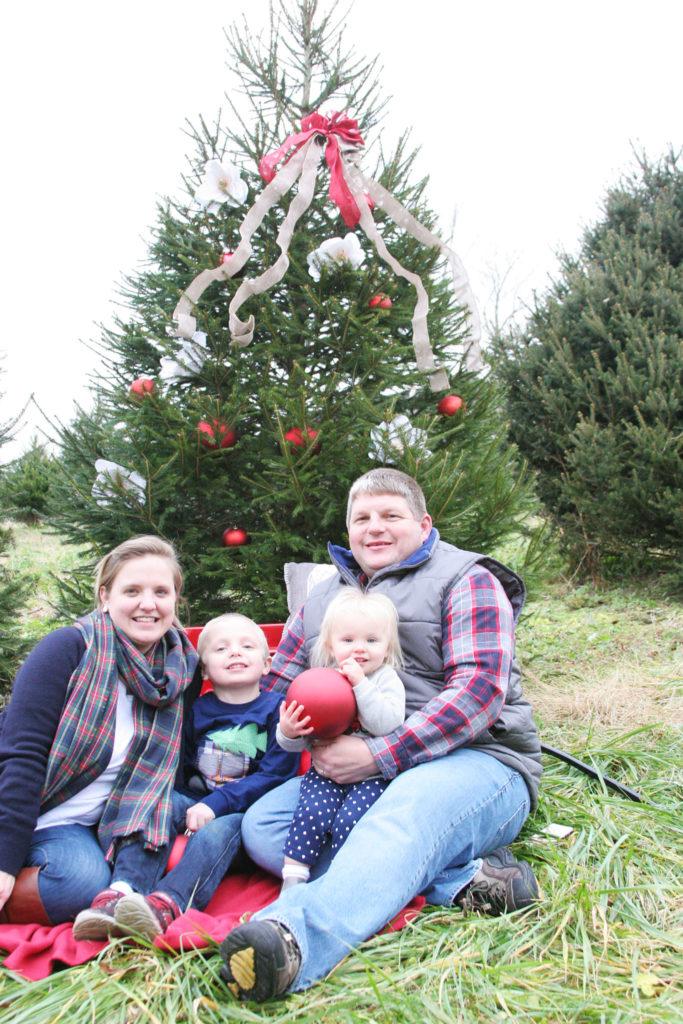 Family Tradition Photos, Family Christmas Photos, U-Cut Tree Farm Photos by @CraftivityD