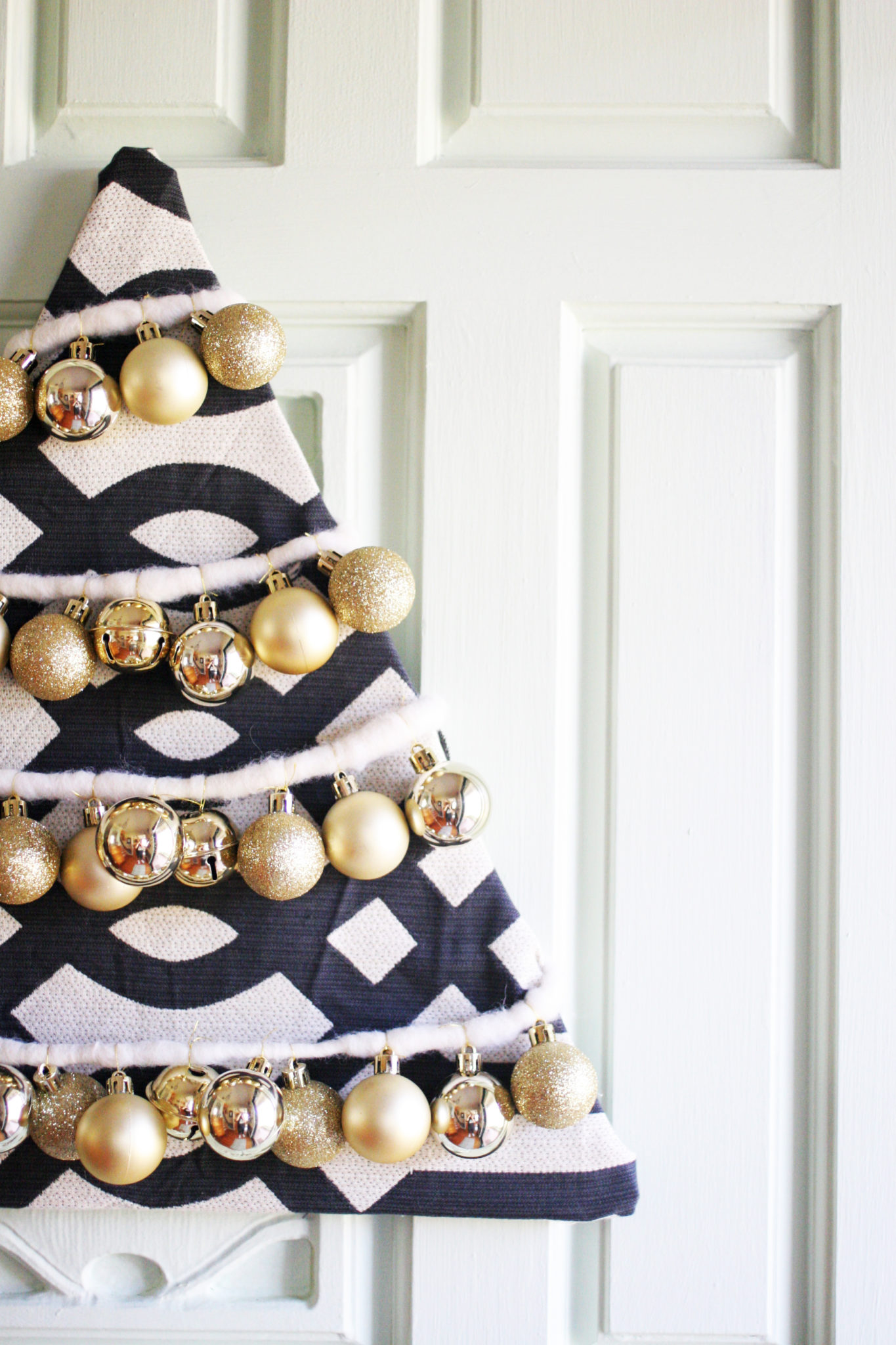 Farmhouse Christmas Home Tour, Rustic, Cottage by @CraftivityD