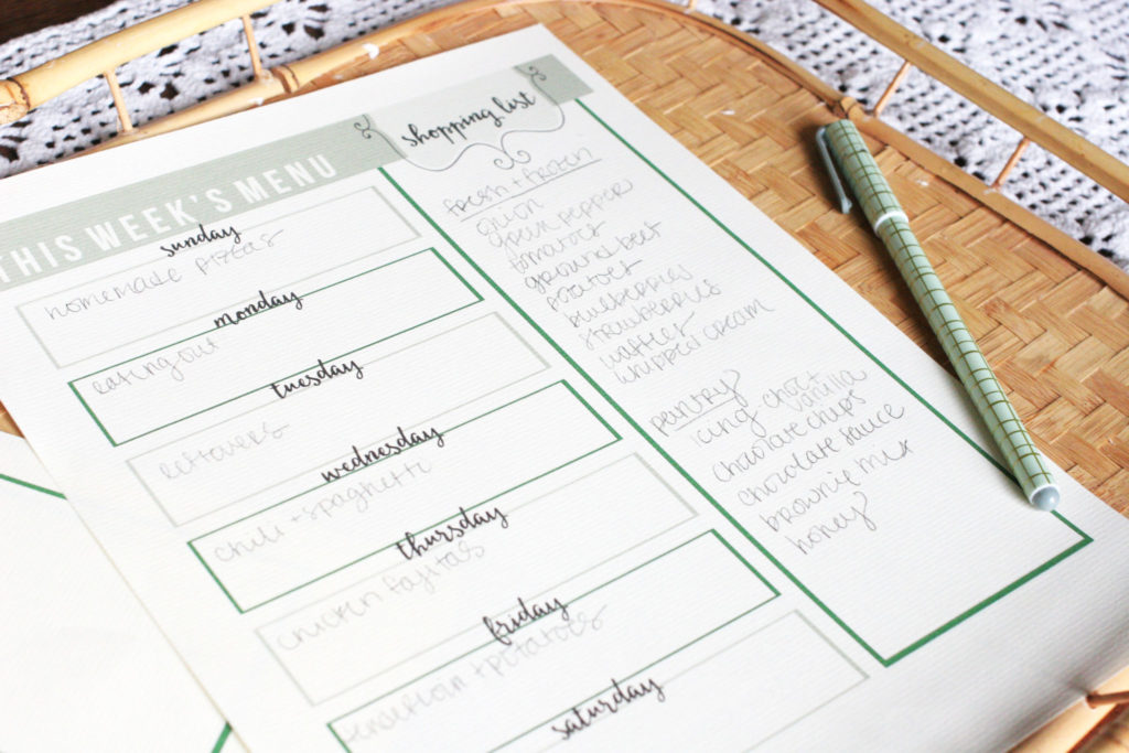 Download a FREE Menu Planning Printable that includes a shopping list. Grocery List and Meal Planner in one! by @CraftivityD
