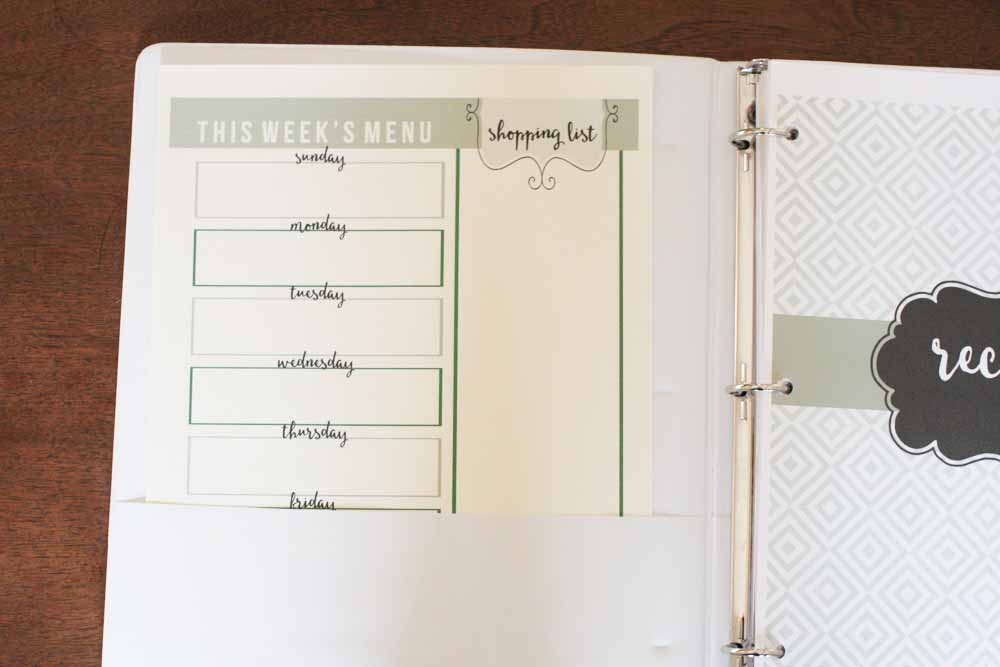 Download this free printable set and make your own Recipe Binder. by @CraftivityD