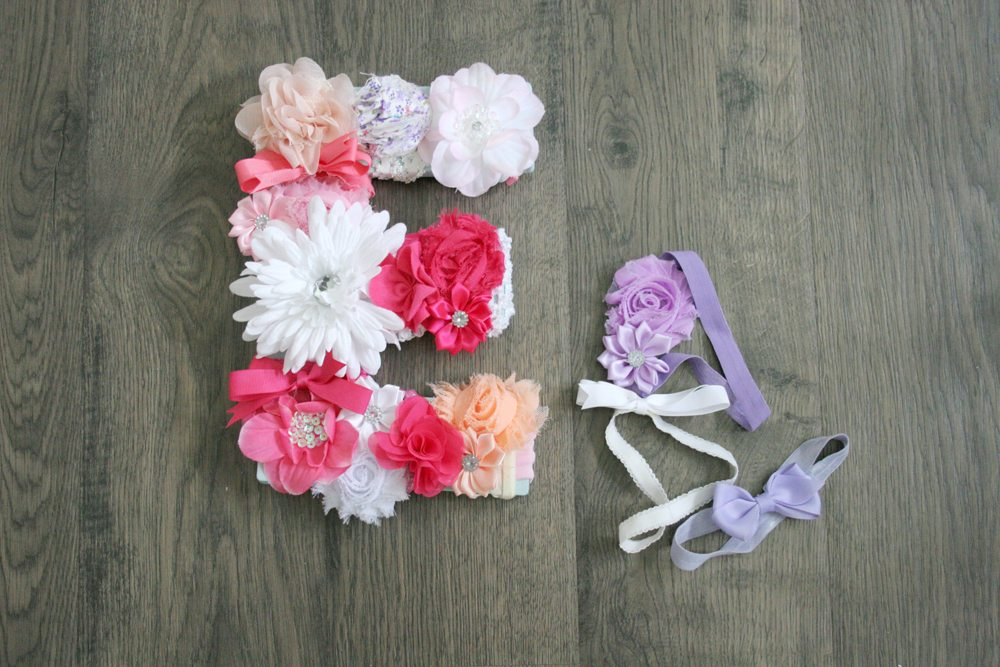 How to make a DIY Monogram from Headbands! Hang this sweet floral Monogram Wall Decor in a Nursery. 5 Minute Project. by @CraftivityD