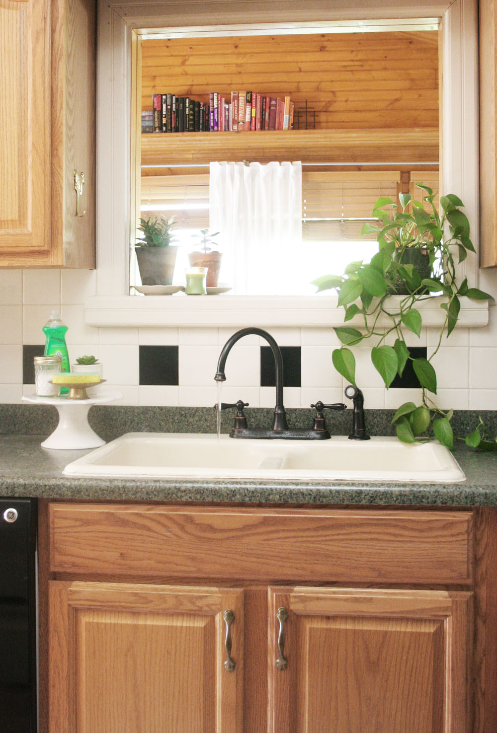How To Keep The Kitchen Sink Clean And Organized