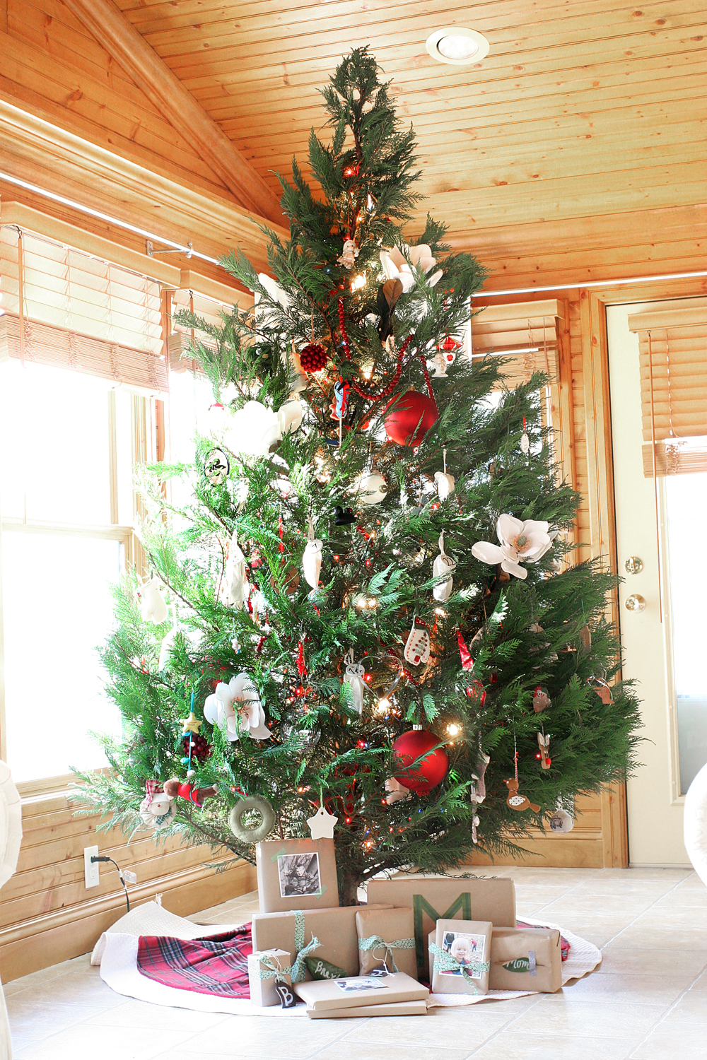 How To Decorate A Southern Style Christmas Tree With