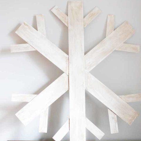 How to Make a Wood Snowflake Wreath