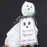 Ghost Lollipops DIY with Free Printable Halloween Tags