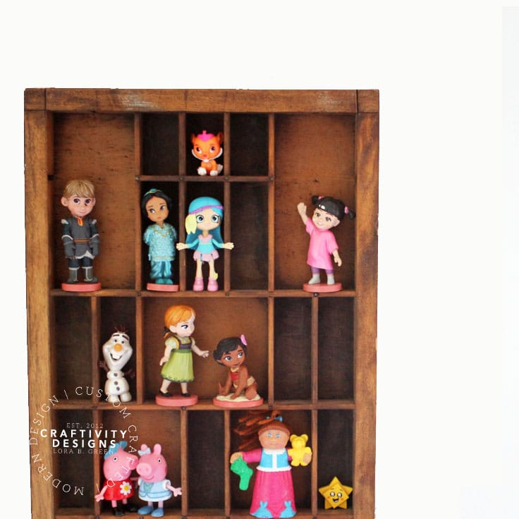 Figurines & Dolls